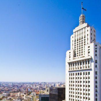 Foto do prédio do Farol Santander