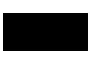 Logomarca da Japan House, composta por uma forma geométrica de seis lados, um hexágono alongado preto, com os nomes Japan House e São Paulo embaixo, com uma linha separada por um traço fino.